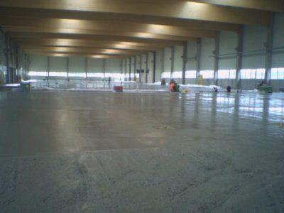Выравнивание свежего бетона